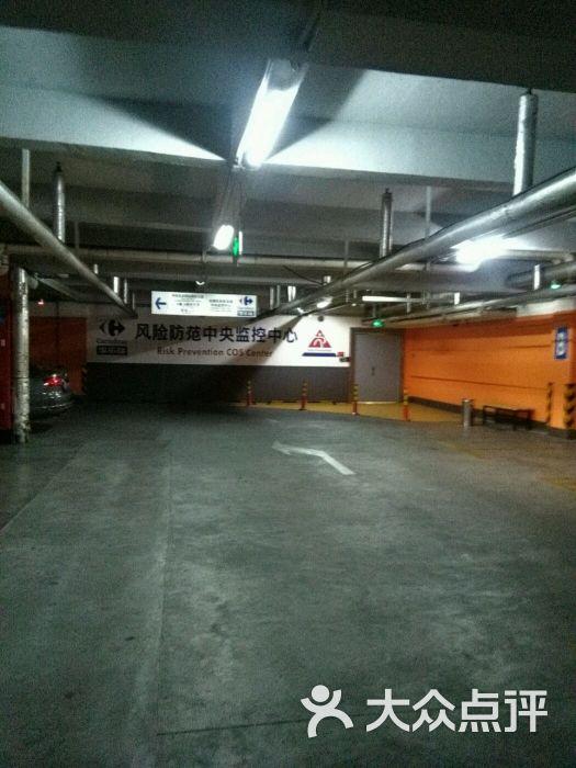 家乐福(万里店)停车场图片 - 第17张