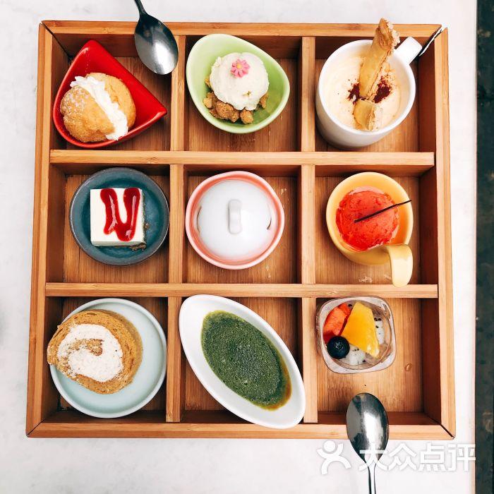 fount创意日料九宫格甜品图片 - 第1张图片