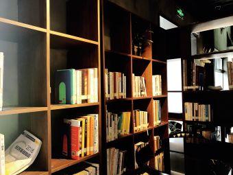 伏尔泰·拉姆图书馆(杭州创意设计中心店)