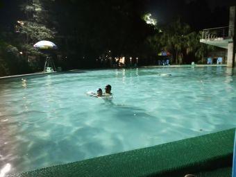锦绣森邻游泳池
