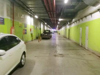 万泰汇购物中心-停车场