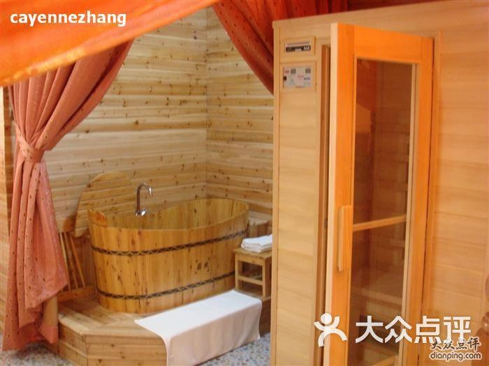 还有免费的木桶浴,干蒸室和洗头服务