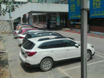 贵州省体育馆东广场-停车场