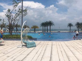 屿海云天假日酒店公寓游泳池