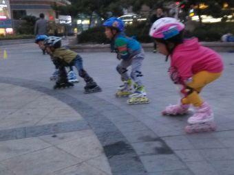 明奥轮滑俱乐部