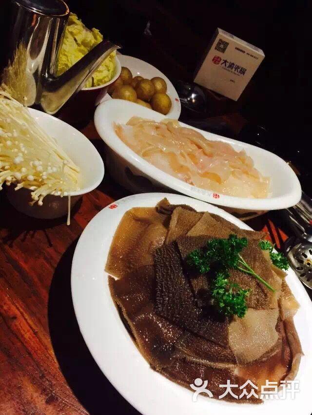 脆脆的 黄喉也是 很好吃 牛羊肉的拼盘超级大的 他们家的菜量是真心大