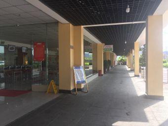 新寨服务区-停车场