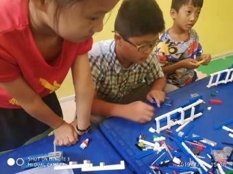 唯思机器人创新教育