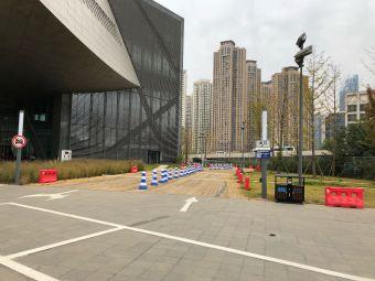 张之洞与武汉博物馆停车场