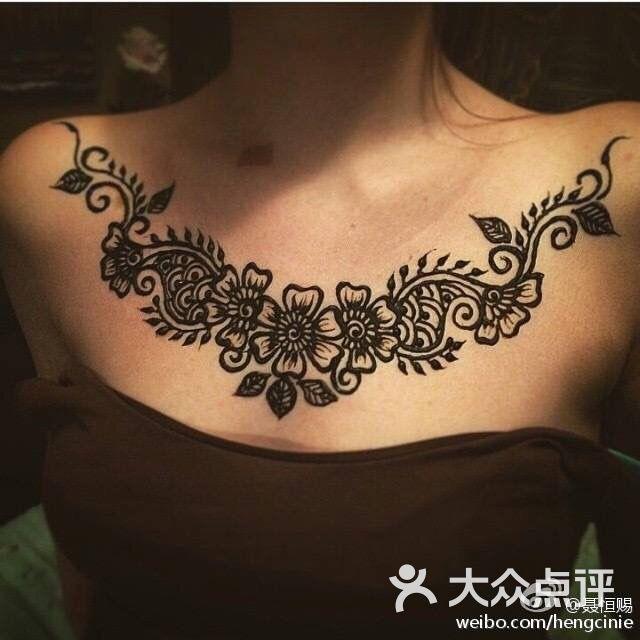 人民路地摊街呆呆的手绘海娜纹身图片 - 第3张