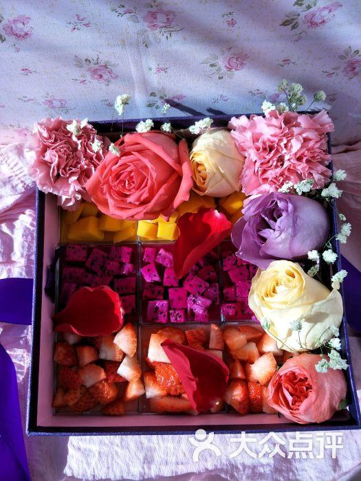 慕斯鲜花礼盒图片