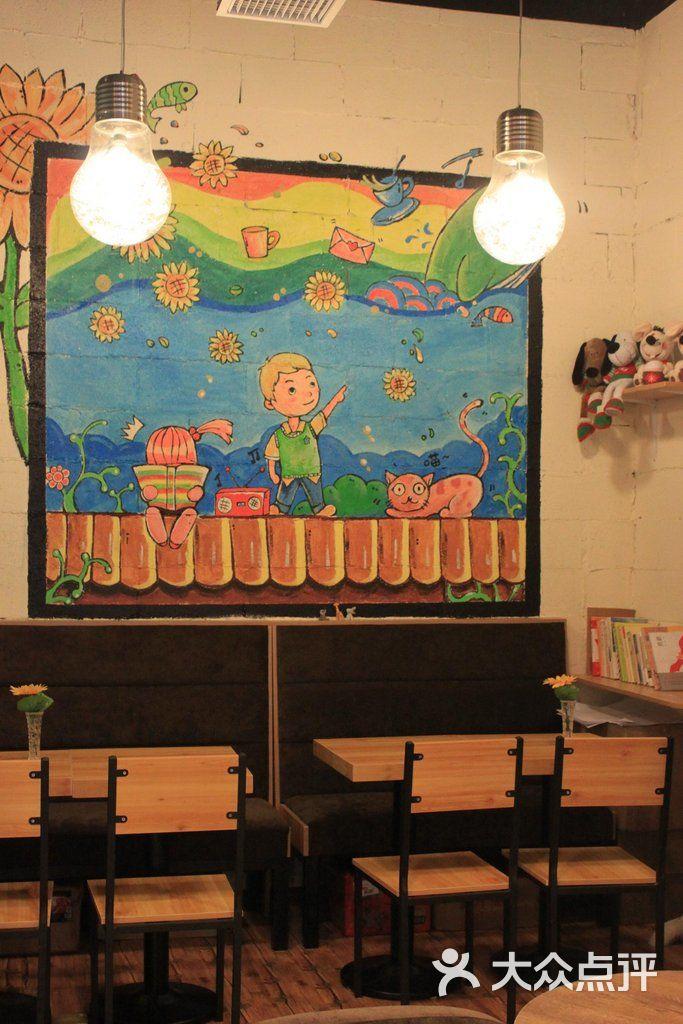半朵晴天咖啡馆手绘墙画图片 - 第7张