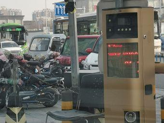 万达广场廊坊店停车场