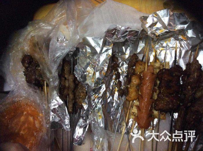 鹤岗小串王烧烤图片 - 第1张