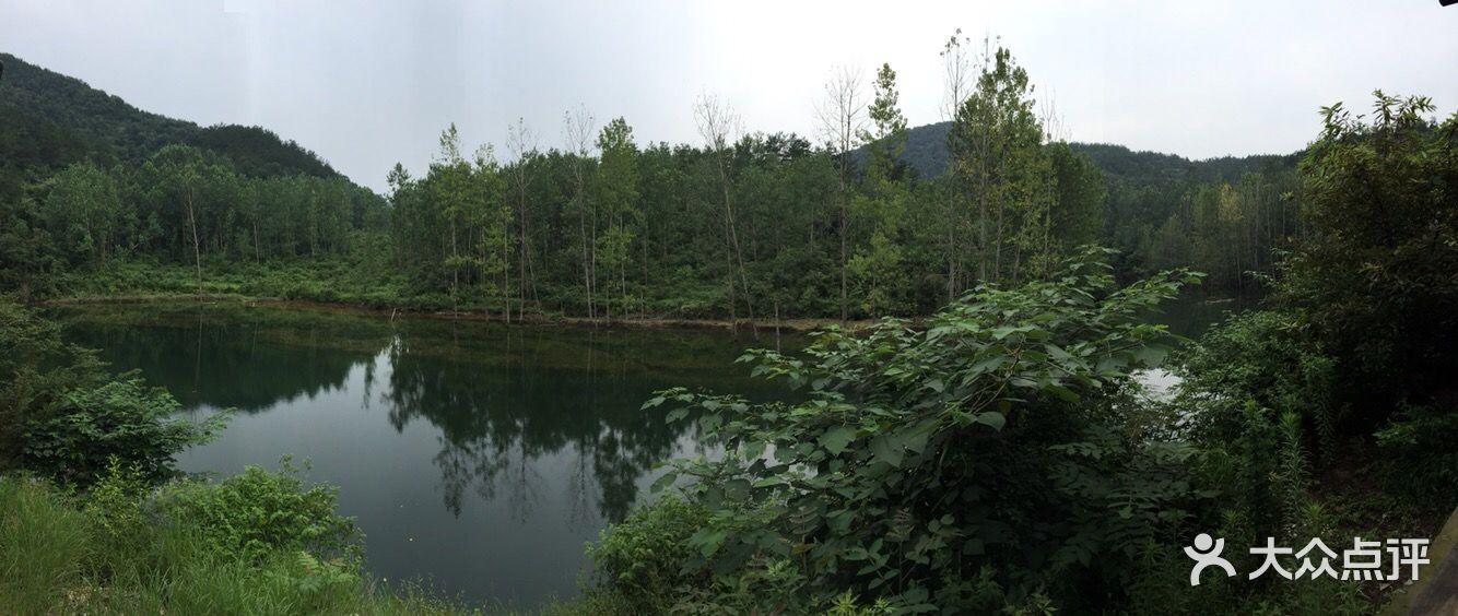 京山鸳鸯溪漂流风景区
