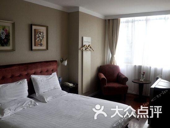 宜嘉快捷酒店 豪华行政大床房图片