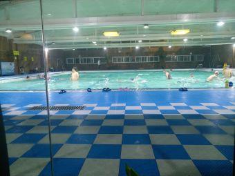 君御大酒店游泳馆