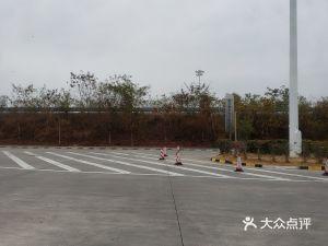 叶塘服务区停车场