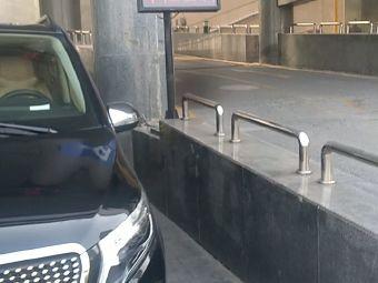 建银宾馆-停车场