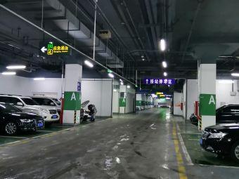 哈尔滨火车站北广场停车场