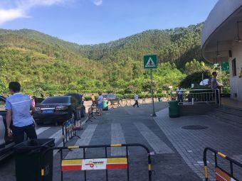 葵洞服务区停车场