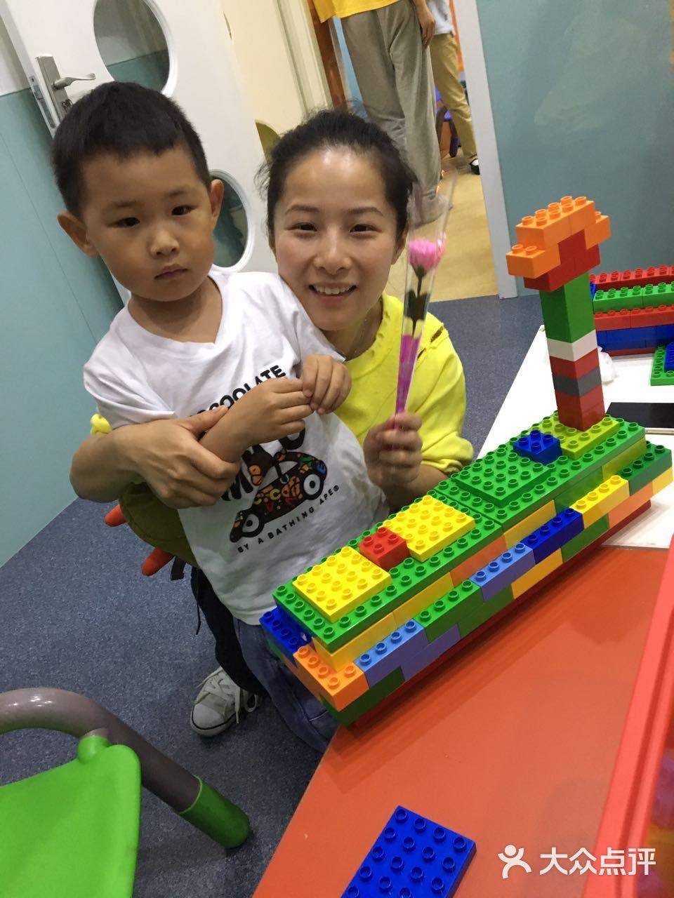 60分钟 中心面积: 200 课程介绍: 学习duplo积木和管道积木的搭建