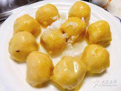 粘豆包柴火铁锅炖的图片