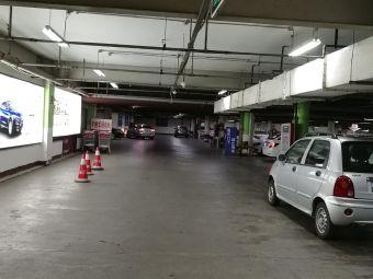 大润发-停车场