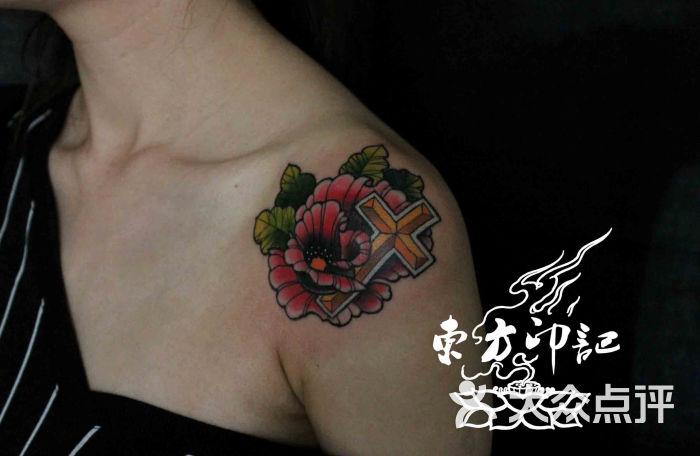 肩膀彩色玫瑰花纹身——北京最大的纹身店