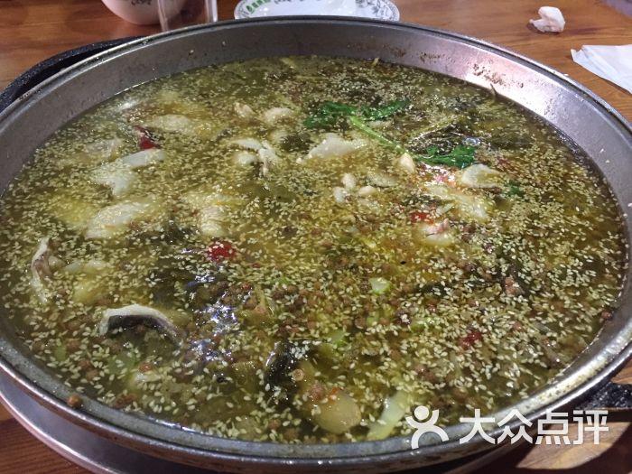 宴溪江藤椒鱼(让胡路远望一号店)泡椒酸菜过锅底图片 - 第1张