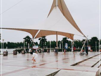 天井湖风景区停车场