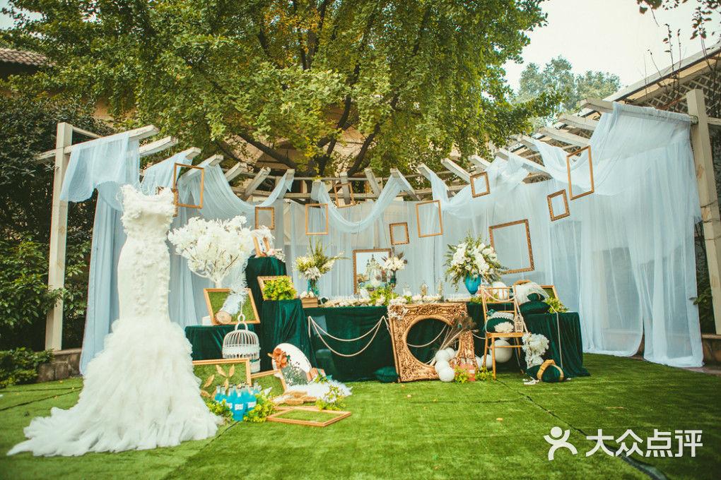 祖母绿配金色户外婚礼-郁金香婚礼-重庆结婚-大众