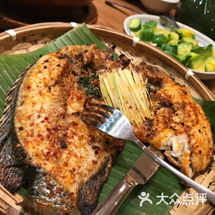锦鲤香茅草烤罗非鱼傣味和一条鹦鹉v锦鲤图片