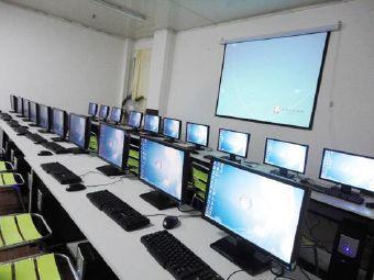 和嘉电脑培训学生辅导