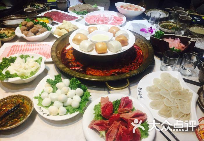 蓝亭晓龙火锅店桌面菜品摆盘图片 - 第1张