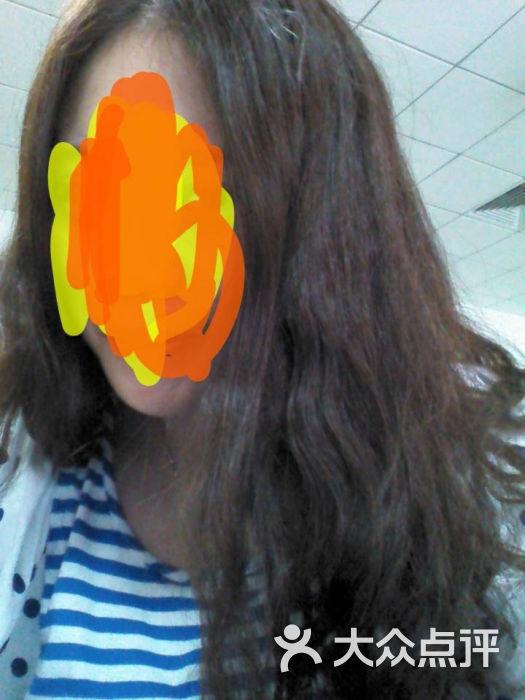 烫发,我之前去别的店烫,人家都会把头发都上药水,结果这家只给我上了图片