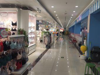 华联香百购物广场停车场