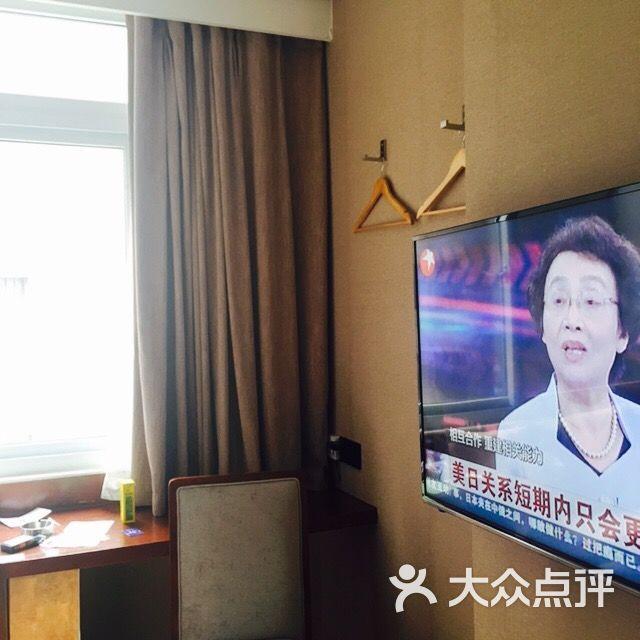隔壁老杨家的暴图片二背景上传的脾气佛龛墙带姐姐的图片