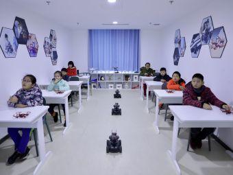 青少年无人机机器人编程培训