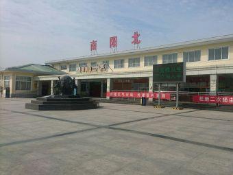 南阳北服务区-停车场