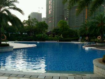柳州东城华美达广场酒店内游泳池