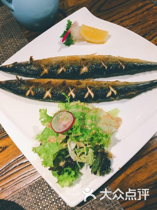 听海花园创意餐厅盐烤秋刀鱼图片 - 第1张