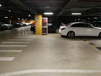 美兰机场航空旅游城停车楼