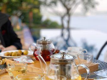 山顶湖景茶吧