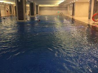 悦湖恒温游泳馆