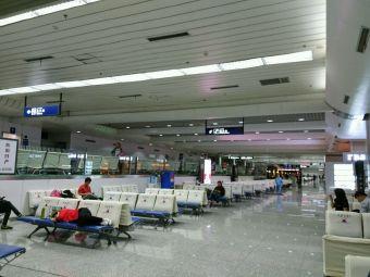 乌鲁木齐地窝堡国际机场T3航站楼·停车场