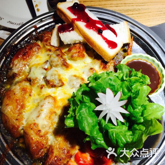 石小二木桶鱼(台东店)-芝士鸡翅梅肉拼盘图片-青岛
