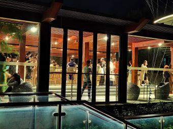 园方东山海礁石酒吧
