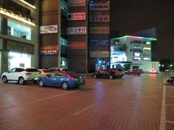 仲英壹号商业广场停车场