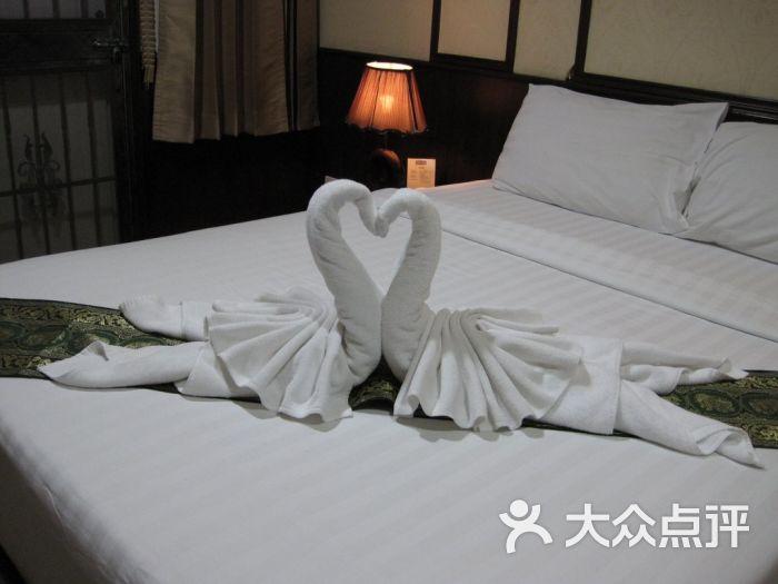 2013年泰国旅行大床房用毛巾叠成的小动物摄于曼谷orchid resort酒店